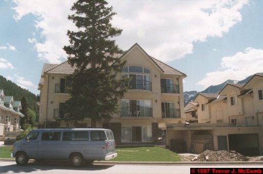 U.S.A.~Canada 513 ~ Alberta 014 ~ Banff 14 ~ Hotel (05) Irwin's Mountain Inn 11