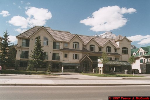 U.S.A.~Canada 536 ~ Alberta 037 ~ Banff 35 ~ Hotel (05) Irwin's Mountain Inn 12
