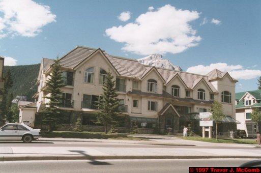 U.S.A.~Canada 538 ~ Alberta 039 ~ Banff 37 ~ Hotel (05) Irwin's Mountain Inn 14