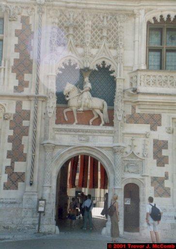 France 361 ~ Centre 124 ~ Blois 02 ~ Château 02 ~ L'aile Louis XII 02 ~ Statue of Louis XII 1